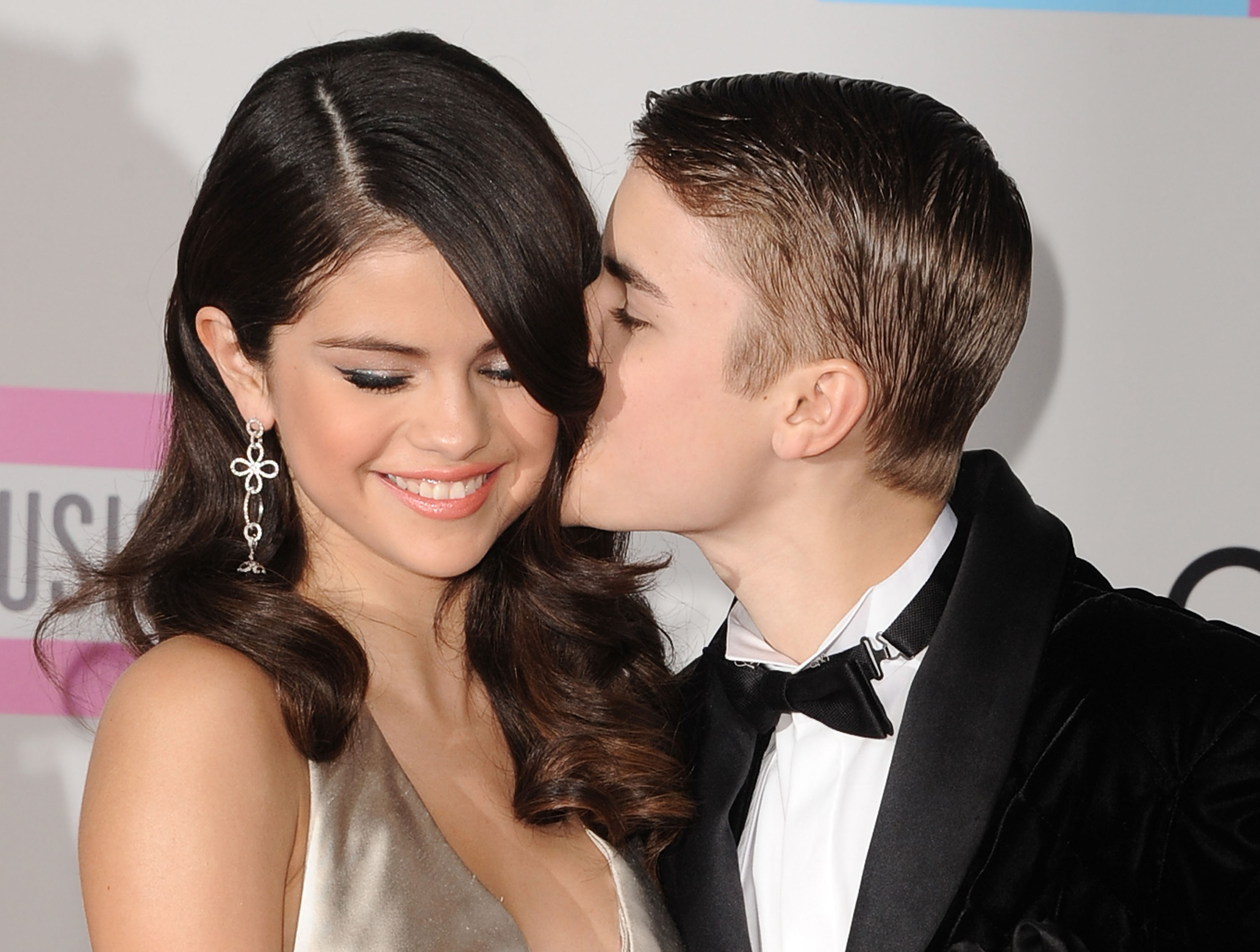 LOS ANGELES, CA - NOVEMBER 20: Selena Gomez and Justin Bieber arrives at the 2011 American Music Awards at Nokia Theatre L.A. Live on November 20, 2011 in Los Angeles, California. (Photo by Steve Granitz/WireImage)