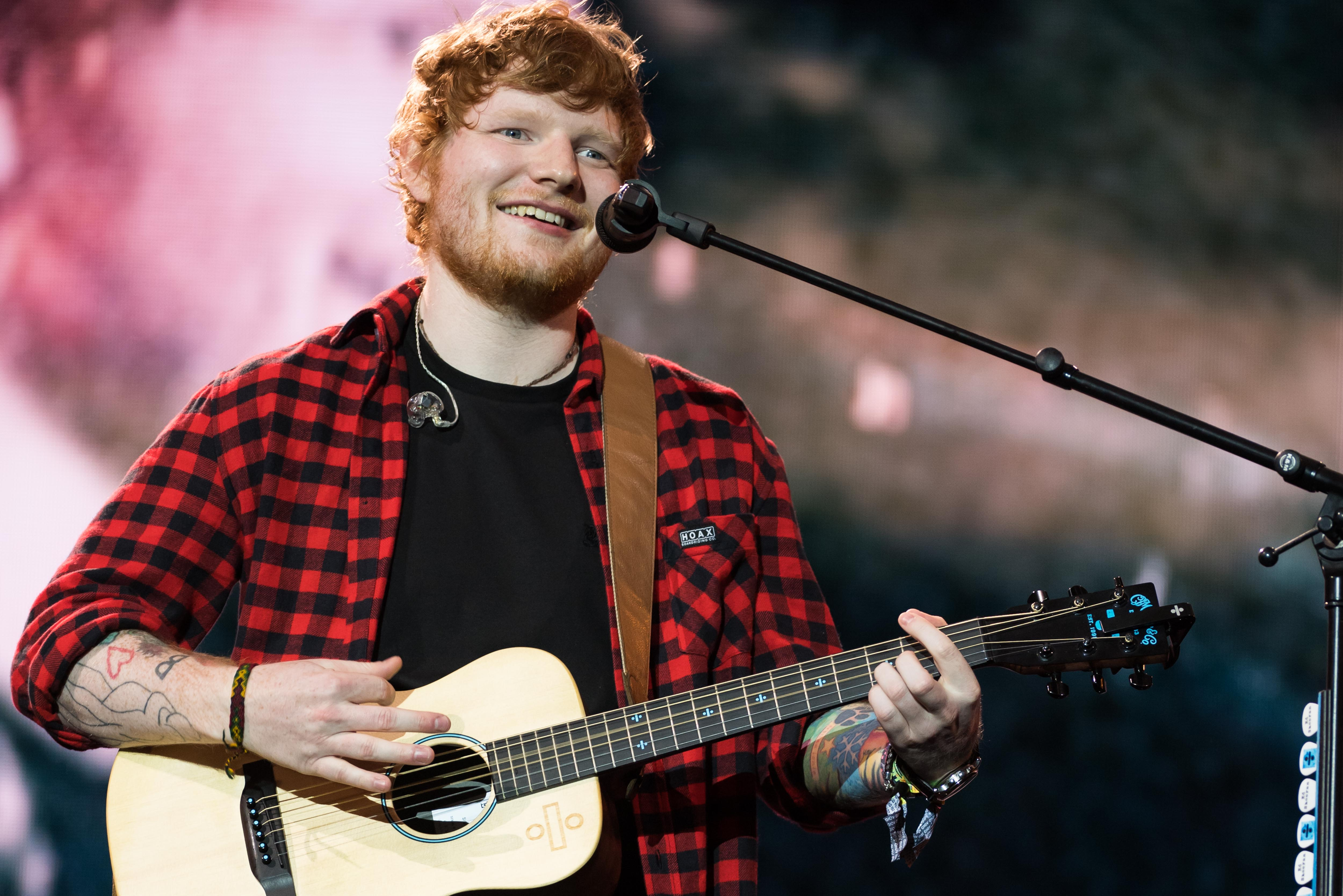 PILTON, ENGLAND - JUNE 25: Ed Sheeran headlines on the Pyramid Stage during day 4 of the Glastonbury Festival 2017 at Worthy Farm, Pilton on June 25, 2017 in Glastonbury, England. (Photo by Ian Gavan/Getty Images)